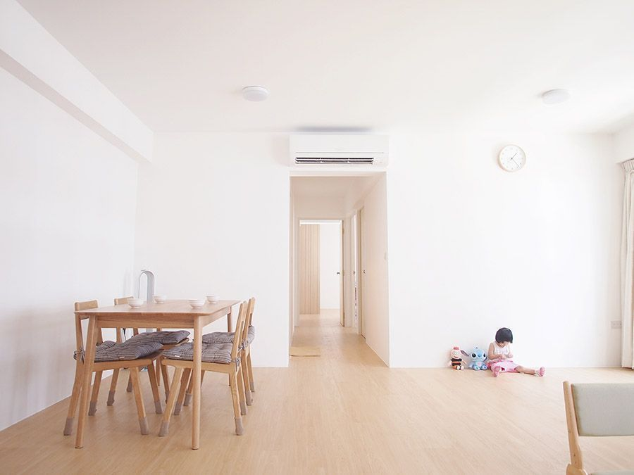 House tour dave and kate 39 s clean and simple minimalist for Simple minimalist house