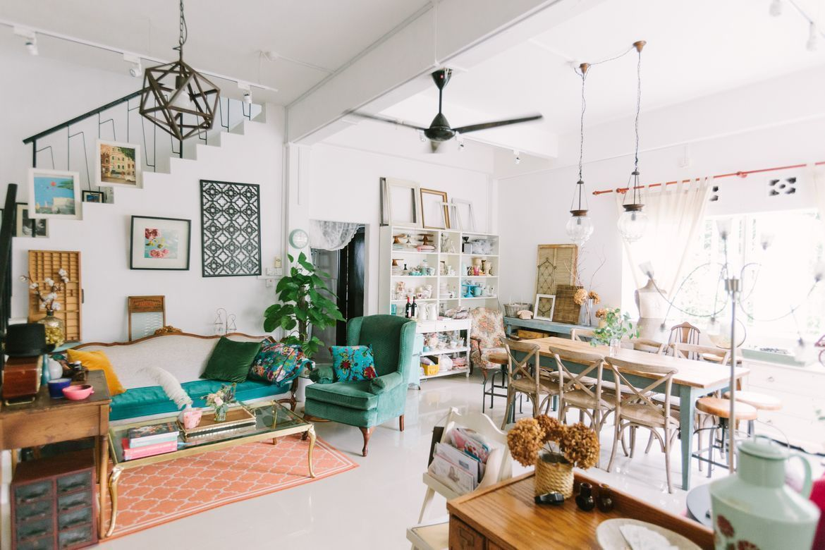 House Tour: Eunice's Vintage Chic Home