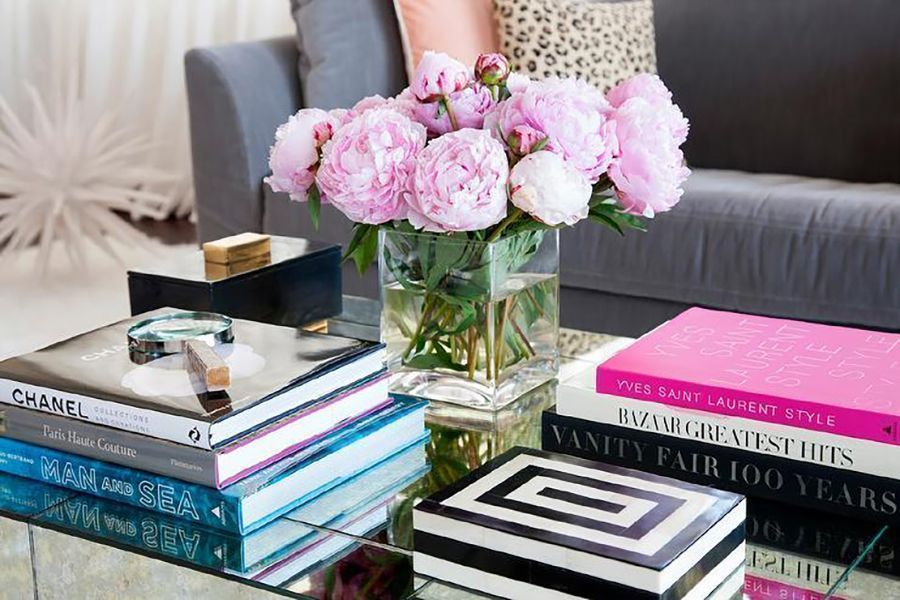4 Quick and Easy Ways to Decorate a Coffee Table