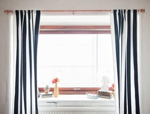 Video of how to hang your curtains to look stylish at home